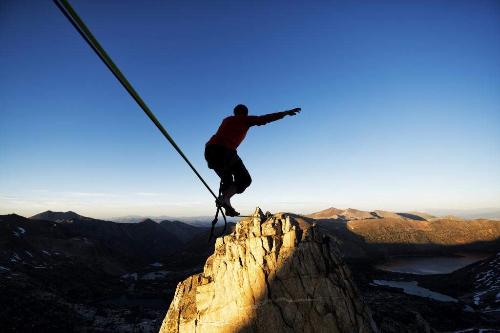 Bilde av mann som balanserer, illustrerer støtte og veiledning